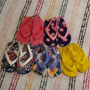 FIVE pairs of Old navy flip flops